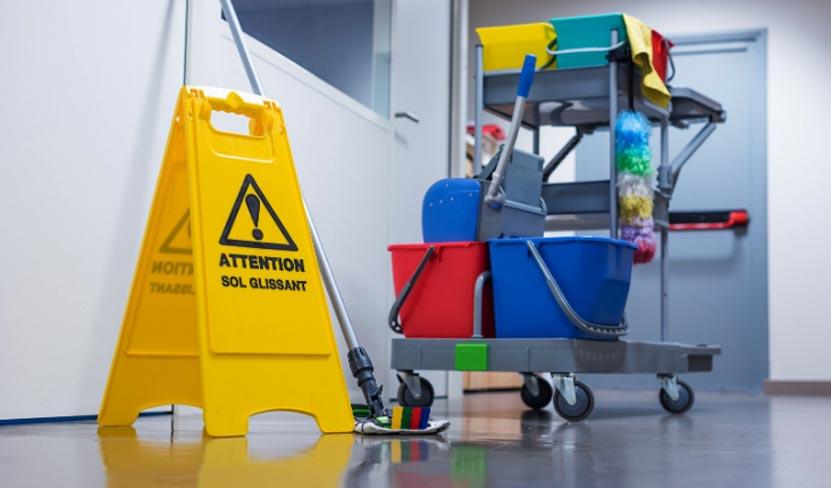 carrello-attrezzatura-pulizia